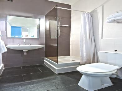 dans la vieille ville de saint malo hotel anne de bretagne. Black Bedroom Furniture Sets. Home Design Ideas